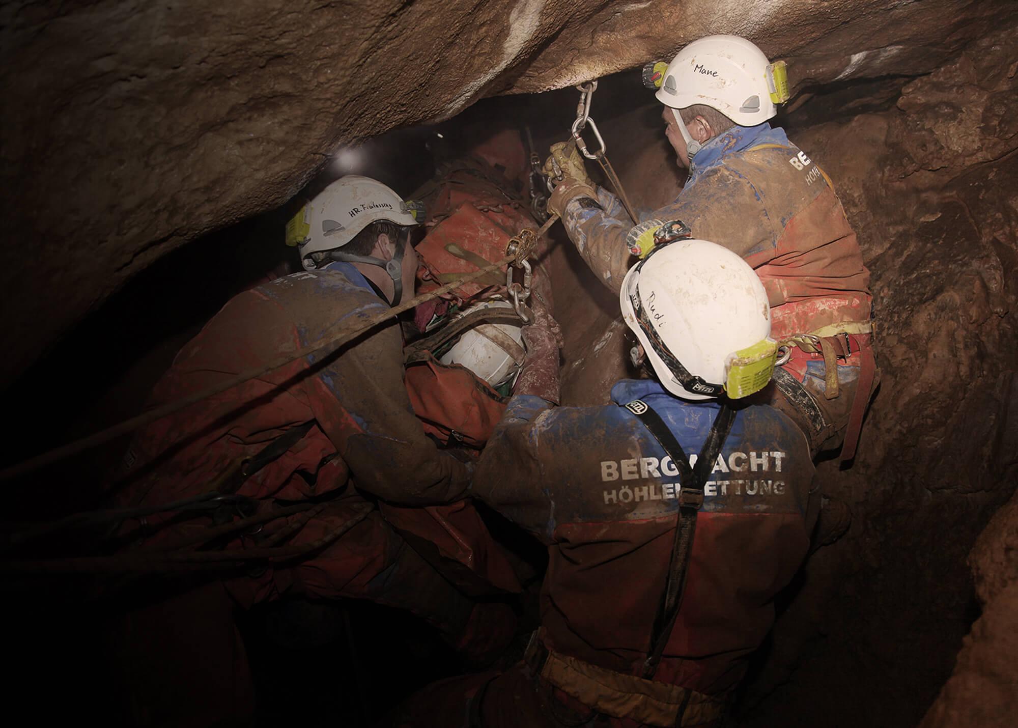 Rettung aus Canyons, Höhlen, Seilbahnen